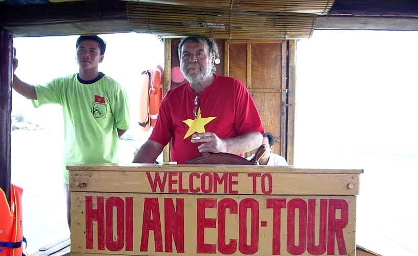 hoian-ecotour-boat-man